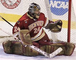 Adam Berkhoel (24 saves) was named Frozen Four MOP (photo: Pedro Cancel).
