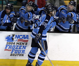 Dustin Penner's game winner sent the Black Bears into Saturday's title game (photos: Pedro Cancel).
