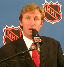 Wayne Gretzky's addressed the media at the Draft about a variety of topics. (photo: Jim Connelly)