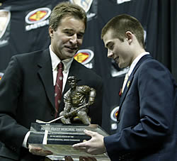 Marty Sertich (r.) accepts the Hobey Baker Memorial Award from Kevin Moquist, the chairman of the award committee (photo: Melissa Wade).