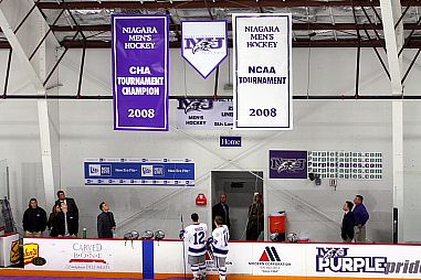 Niagara raised two banners last weekend, but didn't get the result on the ice that it would have liked (photo: Niagara athletic communications).