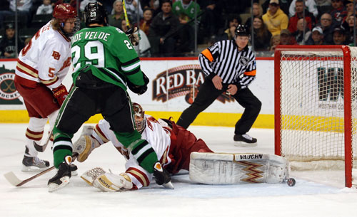 Chris VandeVelde scores in the first period to put North Dakota ahead for good (photo: Tim Brule).
