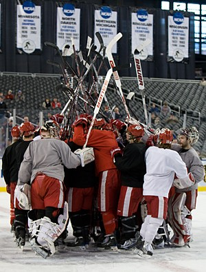 Wisconsin players gather at the end of Friday's practice (photo: Melissa Wade).