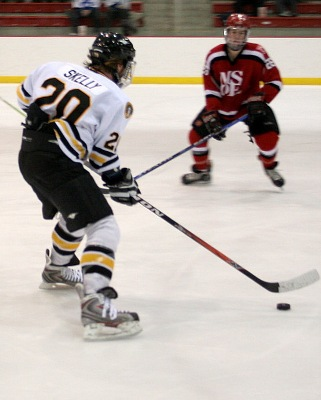 All-time MCHA leading scorer Shawn Skelly hopes to pace the Bulldogs in their first ever NCAA appearance (photo: Matthew Webb).