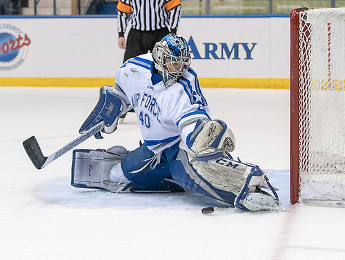 Shane Starrett (40 - Air Force) makes a second period save (2017 Omar Phillips)