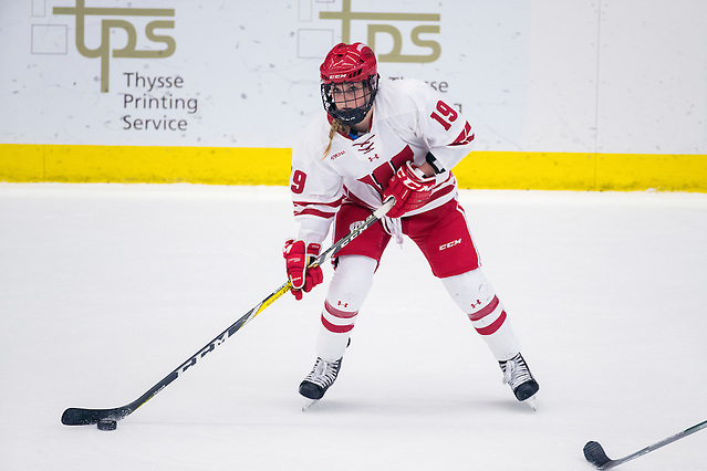 Wisconsin Badgers Annie Pankowski (19) handles the puck during an NCAA WCHA Conference women's hockey game against the North Dakota Fighting Hawks Sunday, January 22, 2017, in Madison, Wis. The Badgers won 3-2. (Photo by David Stluka) (David Stluka/David Stluka David Stluka)